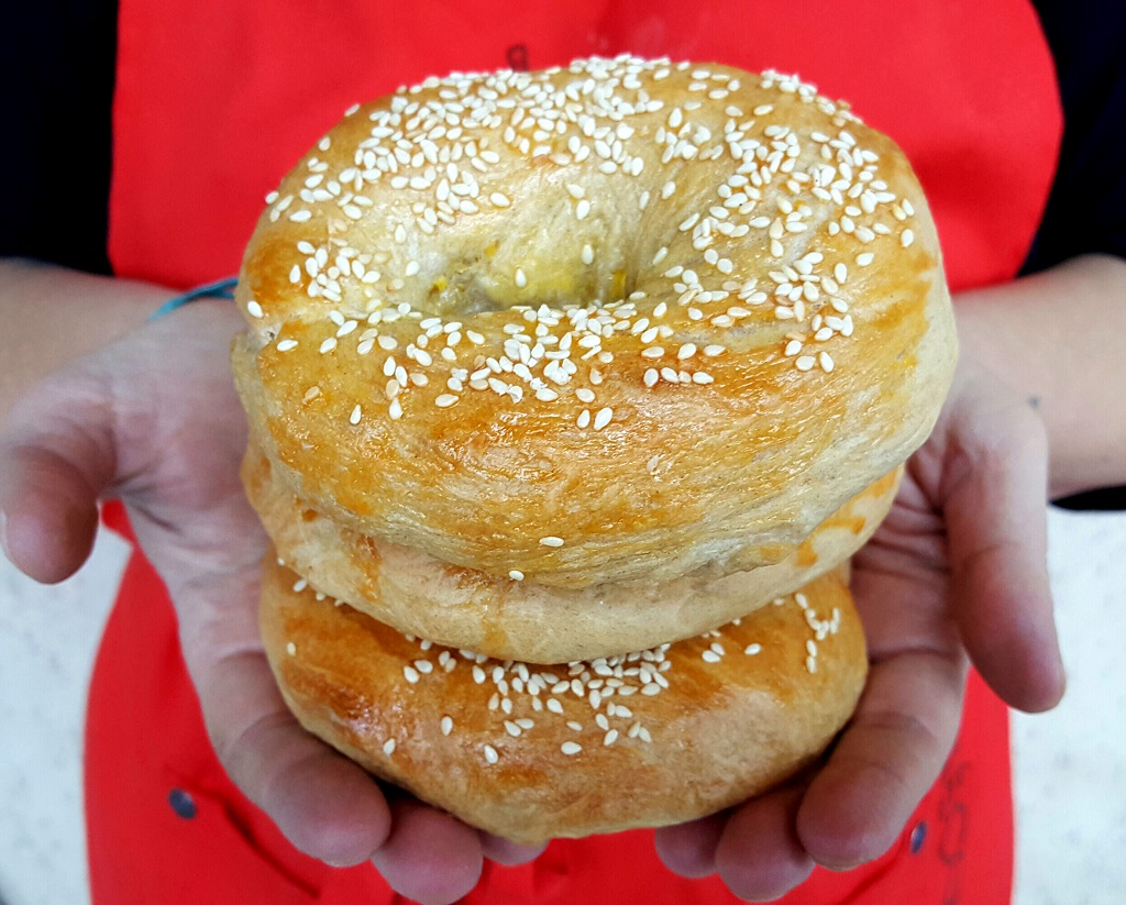 Bagel, storia e ricetta del panino più goloso di New York