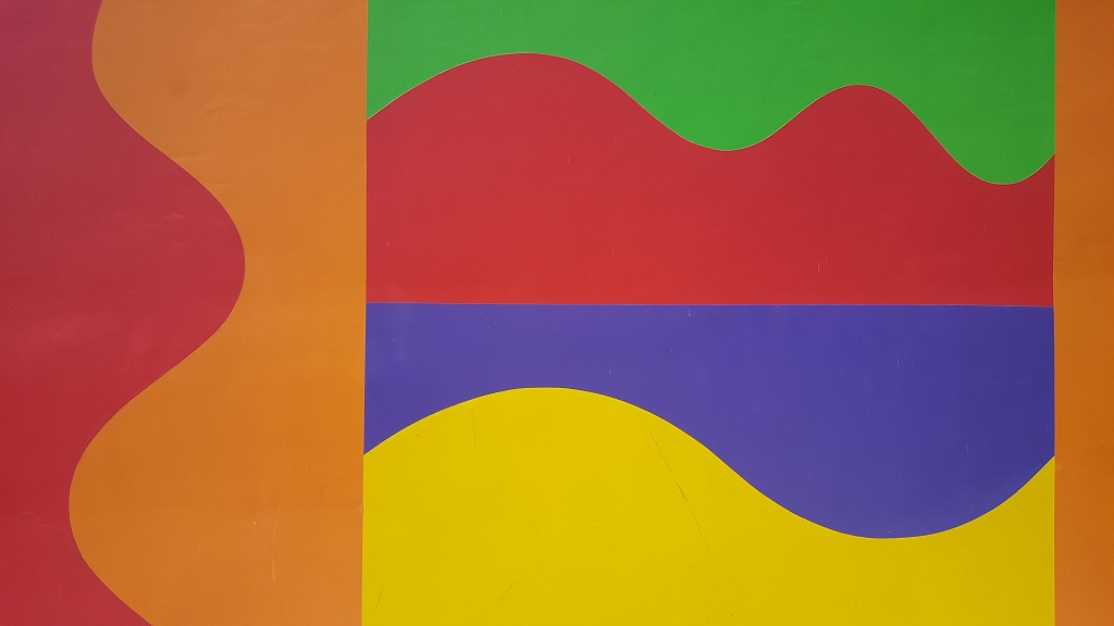 Cappella del Barolo: un lampo di colore nelle Langhe