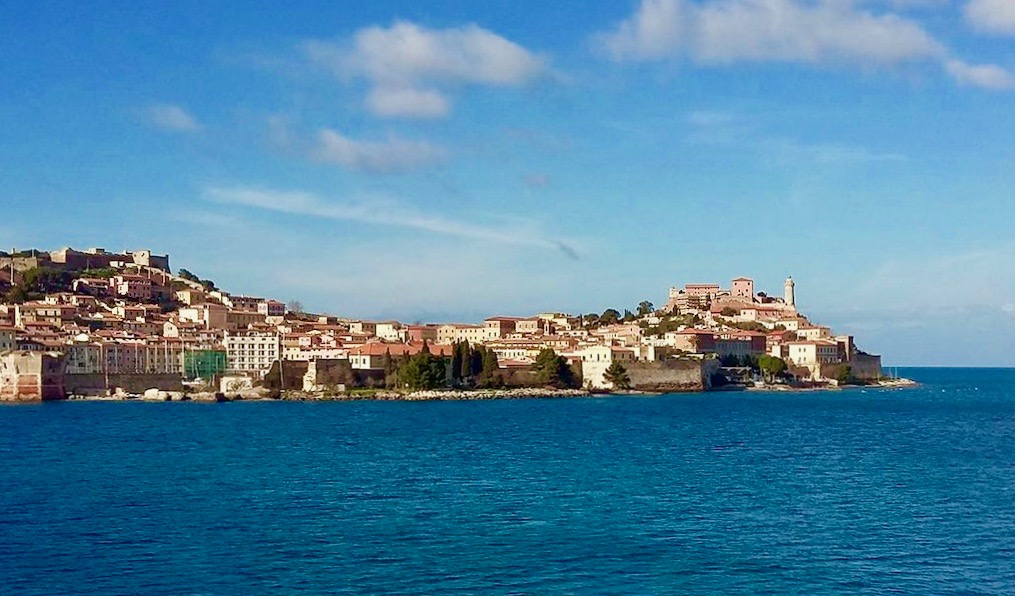 Un sorso di vino all'isola d'Elba: storia romantica di un passito